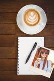 Составное изображение усмехаясь кофе женщины битника выпивая Стоковая Фотография