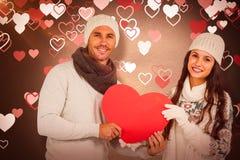 Составное изображение усмехаясь пар держа бумажное сердце Стоковая Фотография