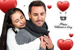 Составное изображение усмехаясь пар обнимая глаза закрыло Стоковое Изображение