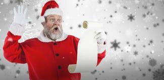Составное изображение удивленного Санта Клауса делая сторону пока читающ перечень Стоковые Изображения
