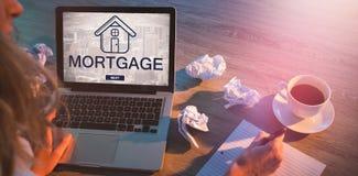 Составное изображение цифрового изображения текста и городского пейзажа ипотеки Стоковая Фотография