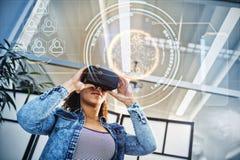Составное изображение цифров произведенного изображения глобуса с большими данными отправляет СМС Стоковые Изображения