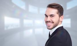 Составное изображение элегантного бизнесмена в костюме усмехаясь на камере Стоковая Фотография