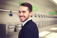 Составное изображение элегантного бизнесмена в костюме усмехаясь на камере Стоковое Изображение RF