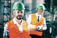 Составное изображение людей на месте строительной конструкции Стоковые Фото