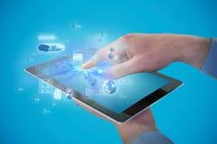 Составное изображение croped рук бизнесмена используя цифровую таблетку Стоковое Фото