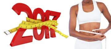составное изображение 3D молодой женщины измеряя ее талию стоковое изображение rf