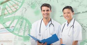 составное изображение 3D портрета усмехаясь докторов с медицинским заключением стоковая фотография rf