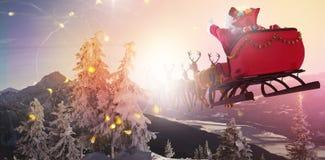 Составное изображение defocused светов и камина рождественской елки стоковое фото