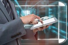Составное изображение midsection бизнесмена используя планшет Стоковые Изображения RF