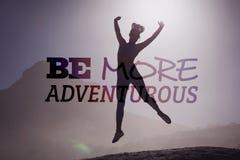 Составное изображение sporty блондинкы на пляже на скакать утеса Стоковая Фотография