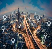 Составьте карту квартира штыря города, глобального бизнеса и сетевого подключения стоковое фото rf