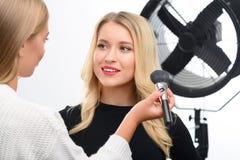 Составьте отделку лицевым порошком для того чтобы примениться Стоковое фото RF