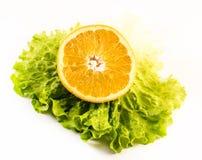 Состав апельсина с салатом на белой предпосылке Стоковое фото RF