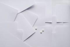 Состав белого листа бумаги на медицинских вопросах стоковая фотография rf