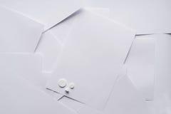 Состав белой бумаги на фармакологическом тема стоковое фото rf
