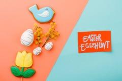 Состав весны пасхи на красочной предпосылке Стоковое Фото