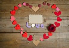 Состав влюбленности слова и handmade сердца вокруг Стоковые Фотографии RF