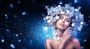 Состав девушки рождества Стиль причёсок зимы Стоковые Фотографии RF