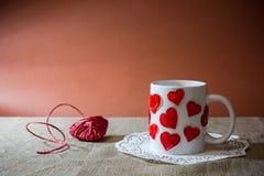 состав для valentine& x27 st; день s при Харт сделанный красным ro стоковая фотография rf