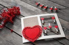 Состав декоративных сердец для приветствий на день ` s валентинки Стоковая Фотография RF
