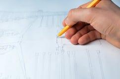 Составление схемы чертежа руки Стоковые Изображения RF