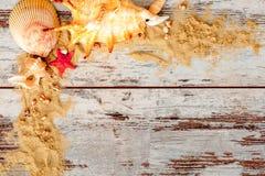 Состав концепции моря с песком и eyeglasses Стоковая Фотография
