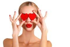 Состав красивой женщины c яркий и красное сердце Стоковые Фотографии RF