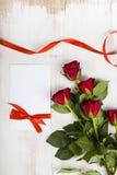 Состав красных роз, карточки и ленты Стоковые Изображения RF