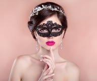 Состав красотки hairstyle красивейшая маска девушки масленицы Стоковые Фотографии RF