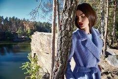 Состав красоты представления модели женщины очарования моды красивый стоковые фото