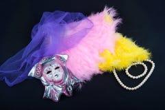 Состав маски фарфора, плетения, пер, ожерелья perl на черной предпосылке Стоковая Фотография