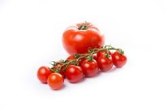 Состав малой вишни и большого томата изолировано Composit стоковая фотография