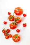 Состав малой вишни и большого томата стоковые изображения rf