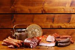 Состав мяса на деревянной предпосылке Стоковые Фотографии RF