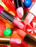 Состав губных помад конфет натюрморта красотки стоковое изображение