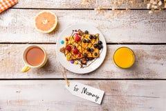 Состав дня матерей Еда завтрака Для бирки мамы Стоковые Изображения RF