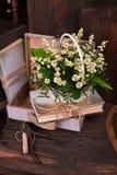 Состав оформления стоцвета с книгами и коробкой дальше Стоковое фото RF
