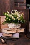 Состав оформления стоцвета с книгами и коробкой дальше Стоковое Изображение