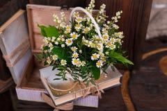 Состав оформления стоцвета с книгами и коробкой дальше Стоковая Фотография RF