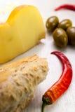 Состав пищи багета, перца chili, зеленых оливок и che Стоковые Фотографии RF
