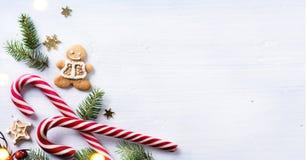 Состав подарка рождества Помадки праздника рождества и tre ели Стоковое фото RF