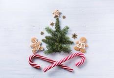 Состав подарка рождества Помадки праздника рождества и tre ели Стоковое Фото