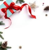Состав праздника рождества; Подарок рождества, ветви ели Стоковые Изображения RF
