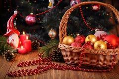 Состав праздника с украшениями и свечами рождества Стоковые Фото
