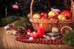 Состав праздника с украшениями и свечами рождества Стоковые Изображения RF