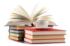 Состав при книги и чашка кофе изолированные на белизне Стоковое Фото