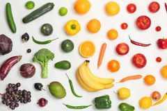 Состав радуги с свежими овощами и плодоовощами Стоковое Фото