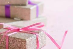 Состав рамки рождества или Нового Года Предпосылка праздника с серебряным confetti звезды праздник и концепция торжества для post Стоковые Изображения RF