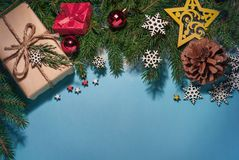 Состав рождества, ветви рождественской елки, стоковое фото rf